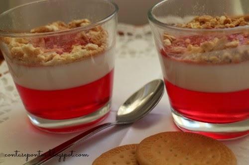 Receita de gelatina com iogurte e bolacha maria - light