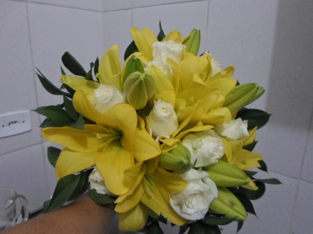 Lirio e rosas branca