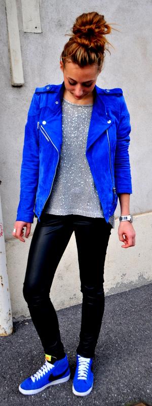 Veste en daim bleu electrique