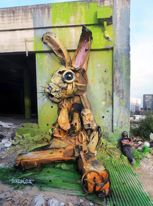 05-Grabb-it-Sculptor-Bordalo-Segundo-II-Sculpture-Urban-Camouflage-in-Upcycling-Rubbish-www-designstack-co