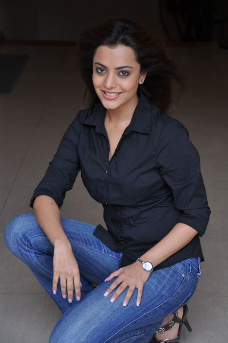 nisha agarwal new @ solo sucess meet cute stills