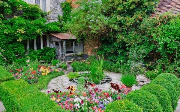 Hasil gambar untuk merancang taman di rumah