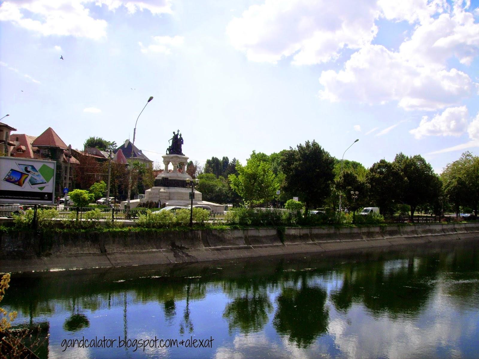 Reflection on the water surface of Dambovita River. Reflecția pe suprafața apei râului Dâmbovița.