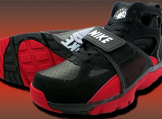 9188819cd1681 THE SNEAKER ADDICT  Nike Air Trainer Huarache Black Varsity Red Sneaker