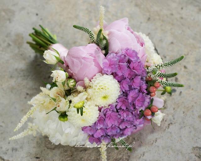 Pastelowy bukiet ślubny - rose quarts i biel ecru.