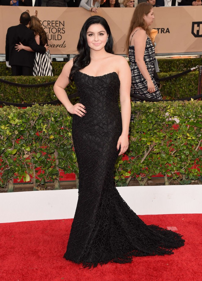 Ariel Winter flaunts curves in a strapless fishtail gown at the SAG Awards 2016