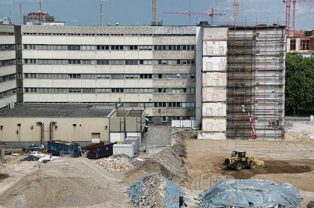 """Baustelle Ordnungsmassnahme, Teilrückbau eines Verwaltungsgebäudes ehemaliges """"DDR-Bauministerium"""", Scharrenstraße / Breite Straße, 10178 Berlin, 04.06.2014"""