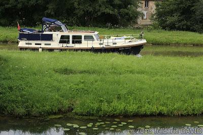 tourisme reflet maritime bateau croisière canal Briare Loiret