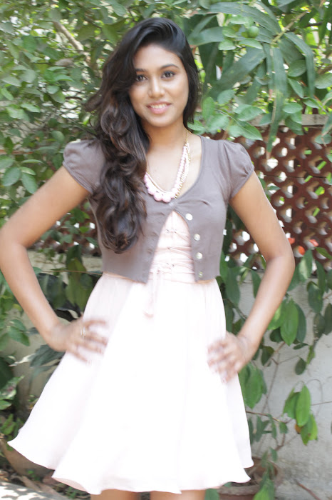 manisha yadav leg at vazhakku enn 18/9 special photo gallery