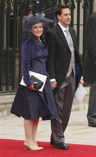 Ед Милибанд – лидер на британската опозиционна Лейбъристка партия и годеницата му на сватбата на Уилям и Кейт