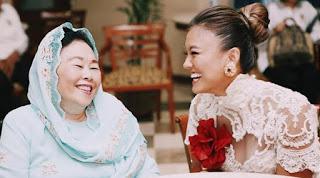 Foto Seksi Agnes Monica saat Kampanye Perdamaian