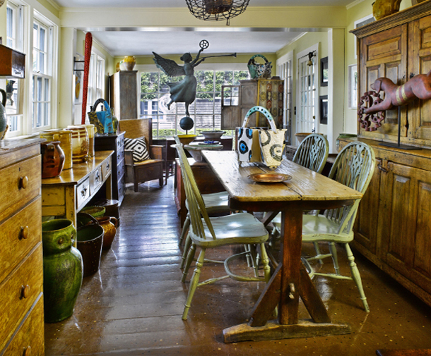 Vintage farmhouse nantucket house for Old english kitchen designs