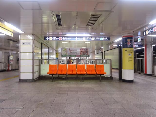 ベンチ,赤坂見附駅〈著作権フリー無料画像〉Free Stock Photos