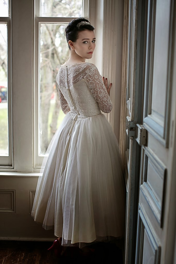1950s Vintage Lace Wedding Dress Fitted Bodice Price GBP950