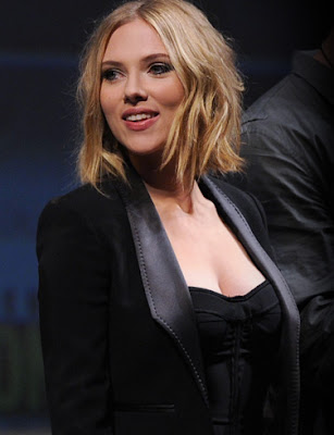 Scarlett Johansson Wallpaper in black