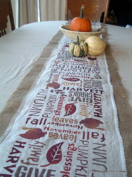 WhisperWood Cottage: Burlap Month Features: 6 Burlap Tablecloth U0026 Table  Runner Ideas