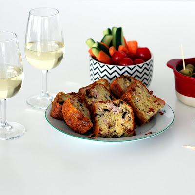 Illustration cake rôti de porc - tomates séchées - olives noires