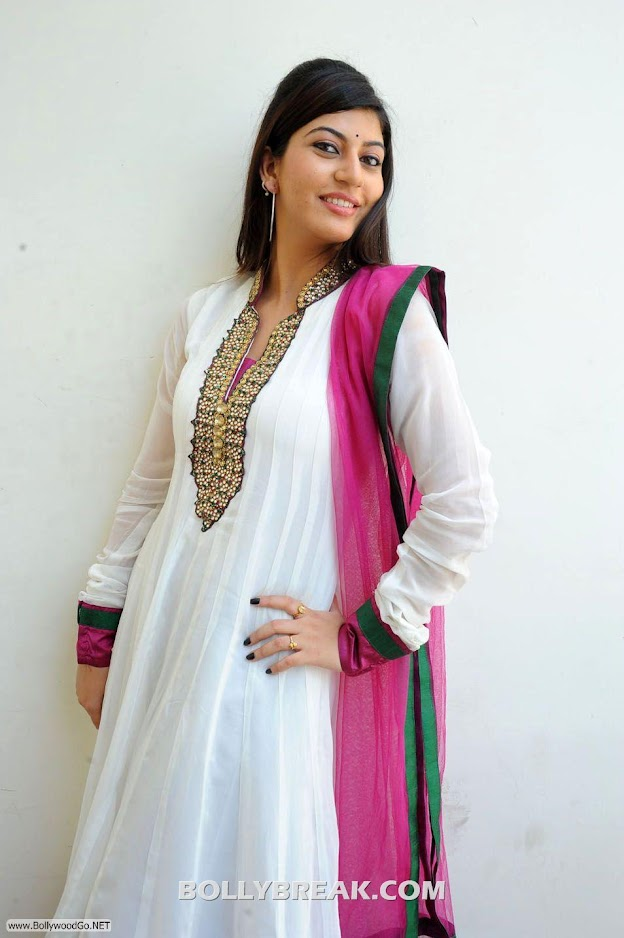 Sarah Sharma Traditional dress homely pics