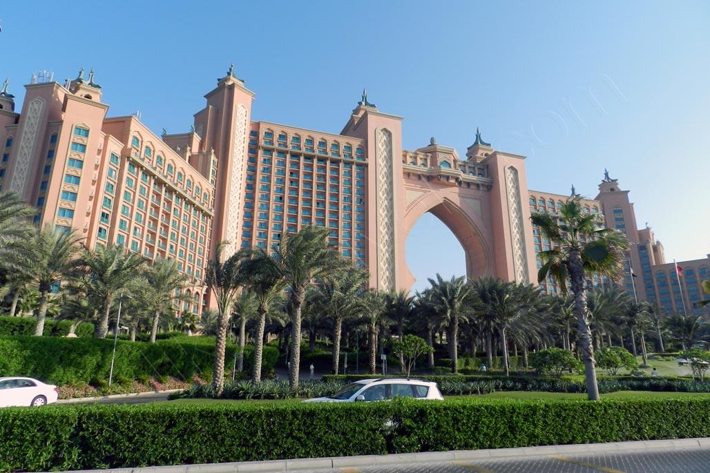 Dubai uae hot tourists destination for the cold winter for Dubai palm hotel
