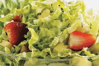 Folhas e Frutas na Salada