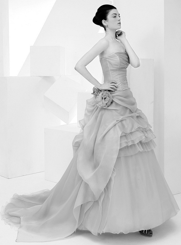 Cotin sposa 2012 italian bridal wedding gown for Wedding dresses made in italy