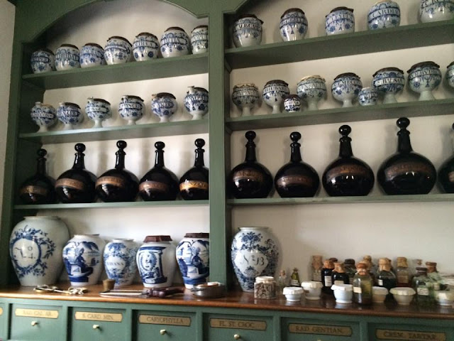 blue and white apothecary jar williamsburg
