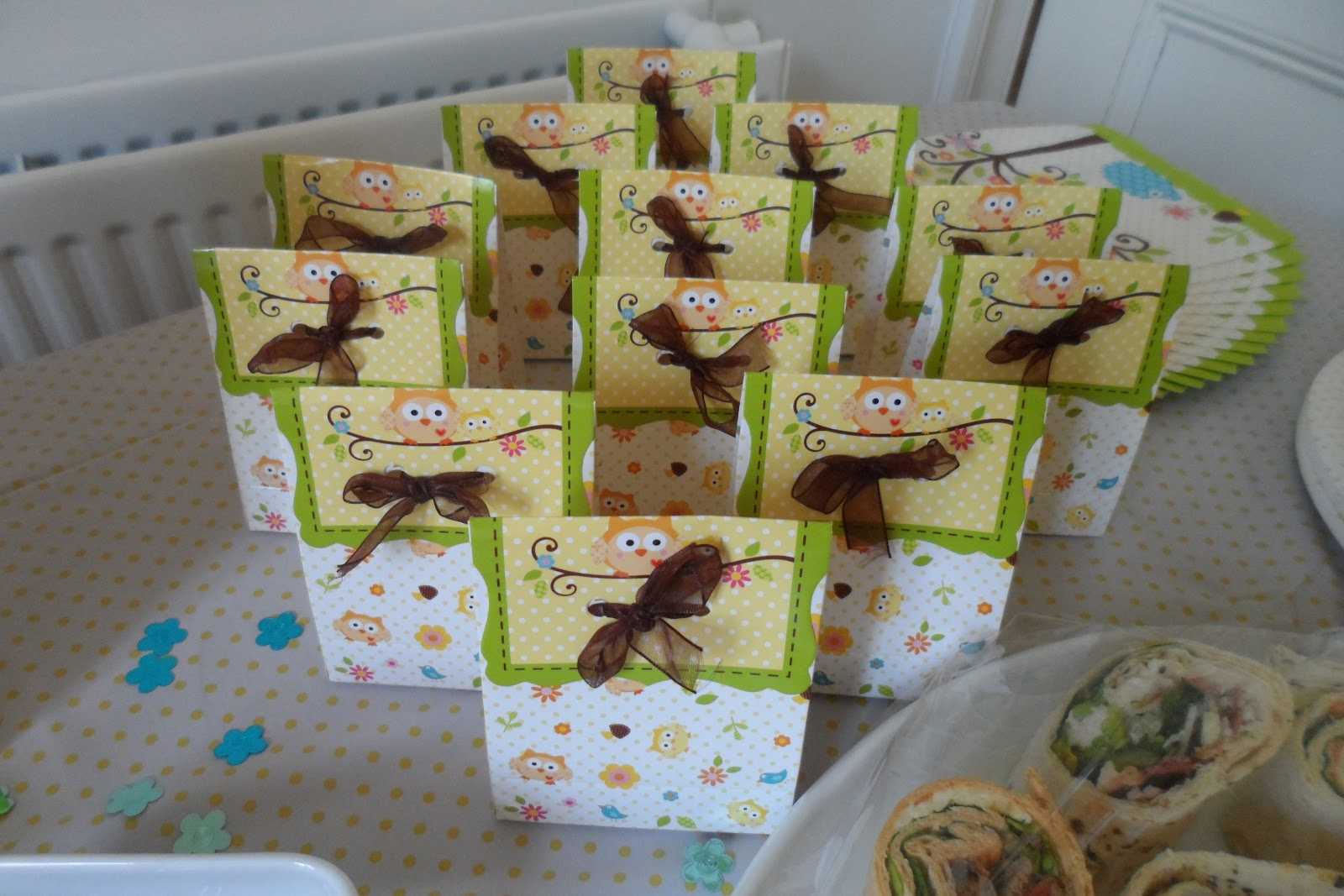 flutter and sparkle: Owl themed baby shower (for a boy or girl)