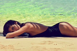 صور عارضة الأزياء سارة سامبايو في مجلة Bazaar UK يونيو 2015