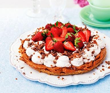 tårta, jordgubbar, dulce de leche, daim, Villa Humlebo, fika, sommar