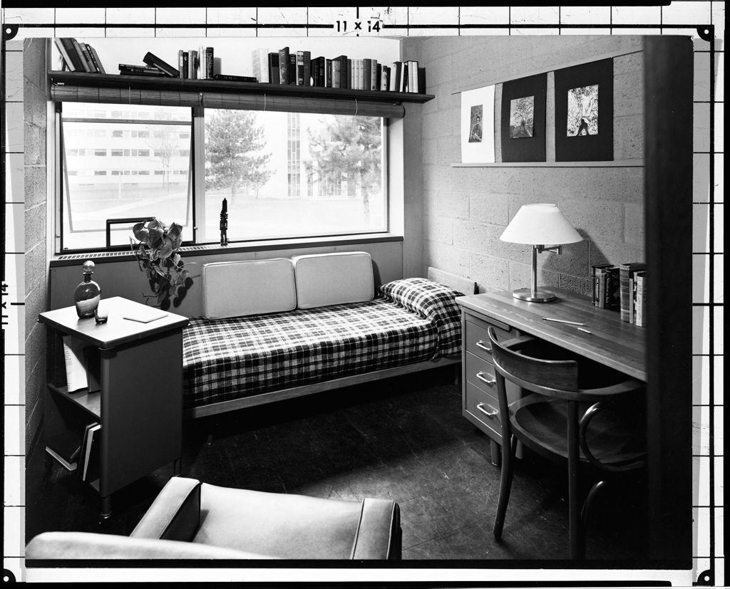 Historia de la arquitectura moderna harvard graduate for Dormitorios de universidades