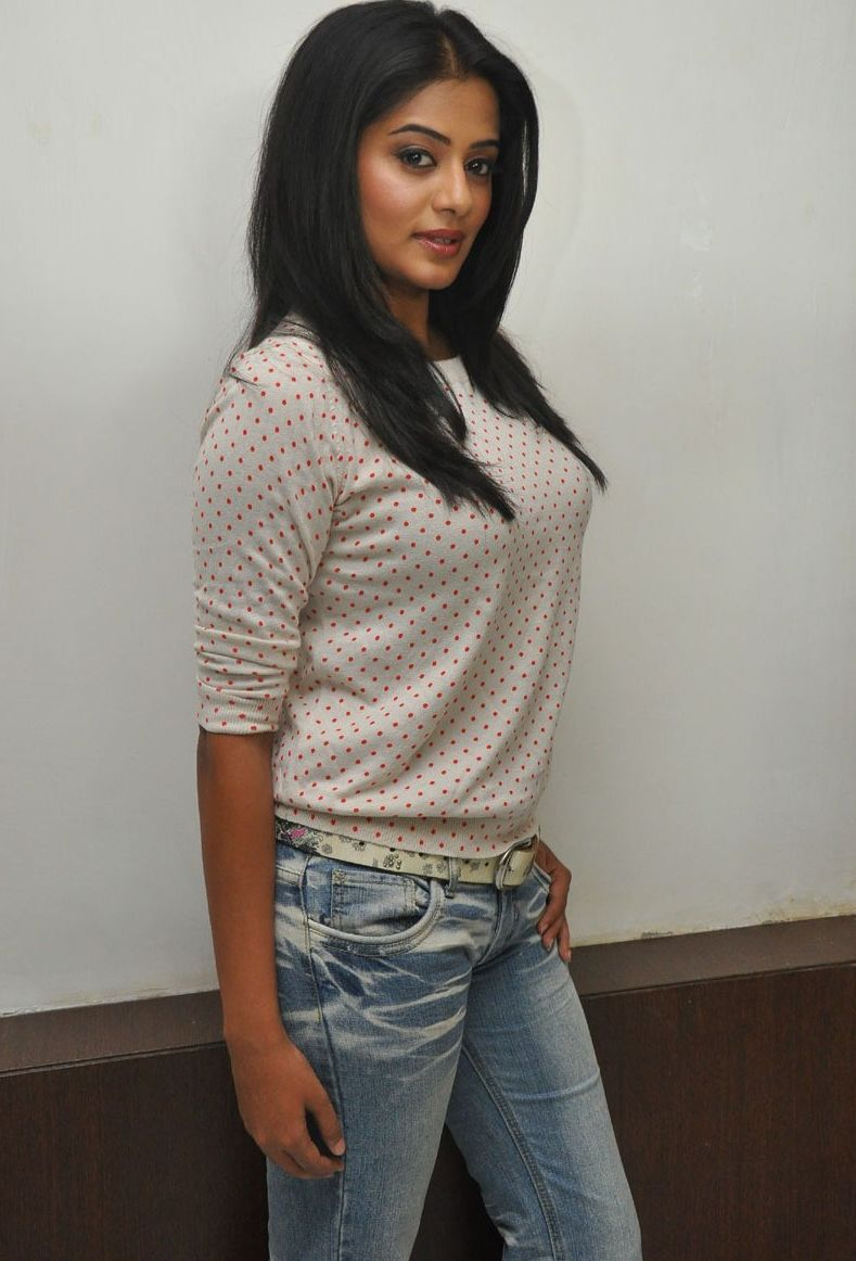 priyamani+hot+photos+in+jeans