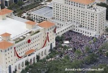 Tom Cruise y John Travolta aportan millones de dólares para templo de la Cienciología