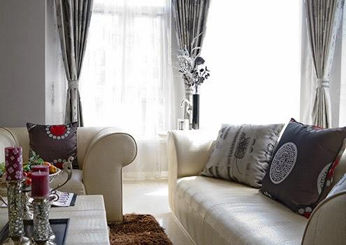客廳窗簾|用相同材質或鄰近色來搭配抱枕