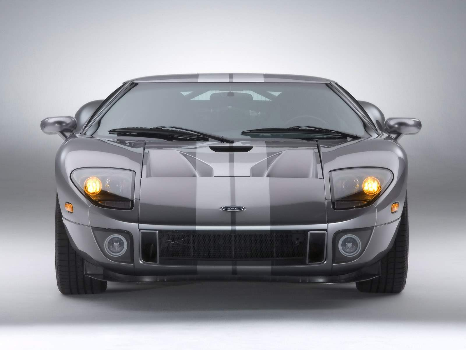 http://3.bp.blogspot.com/-k3n5_E-zDe0/ULyow6f6YxI/AAAAAAAABjc/4IM1qS5A5yM/s1600/Ford+GT+Front+View+Black+White+Wallpaper+hd.jpg