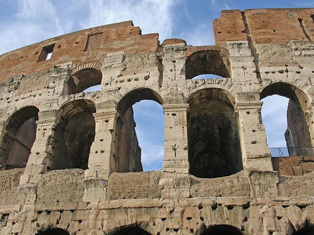 L'extérieur du Colisée de Rome - détail du mur intérieur