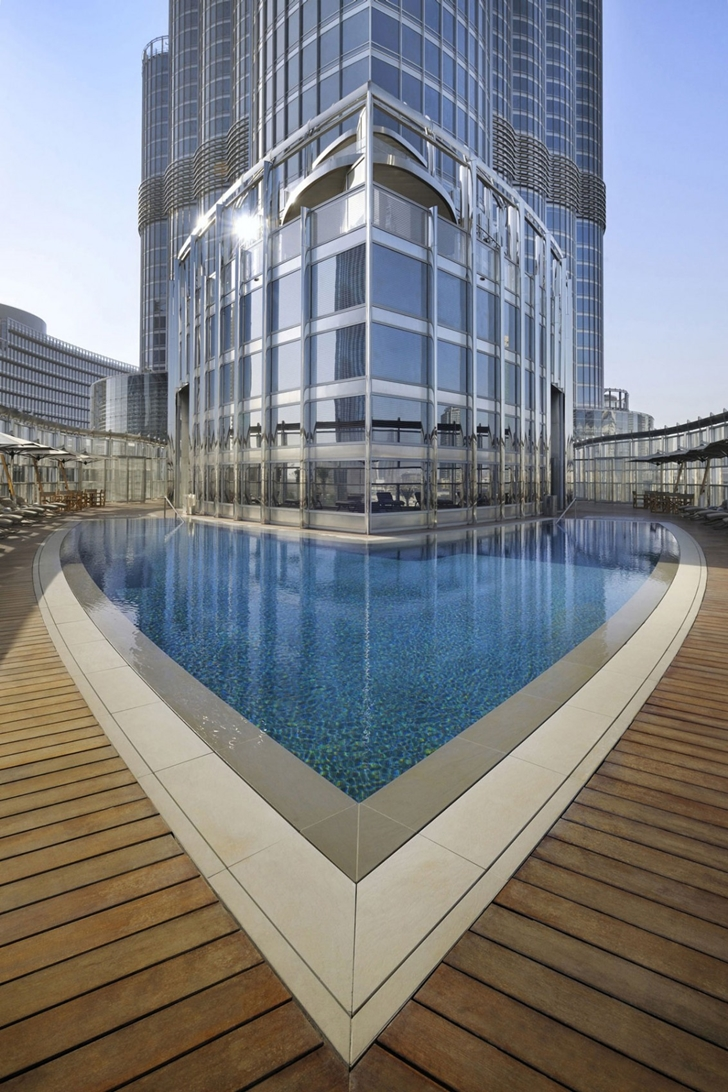 Armani burj khalifa hotel dubai architecture for Pool design dubai