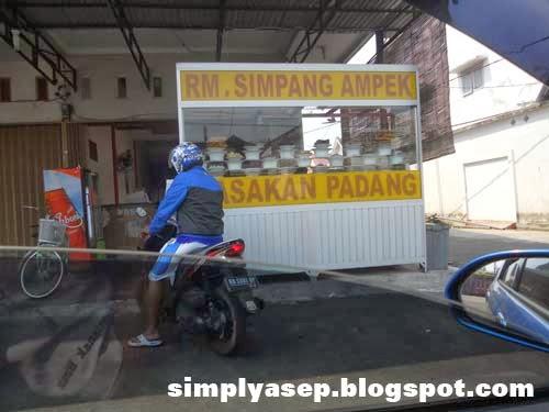 Rumah Makan Simpang Ampek di Sei Raya