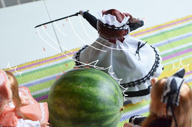 mamachapp slicing the melon