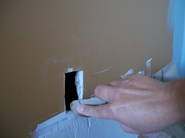 how to fix a quarter sized hole in drywall