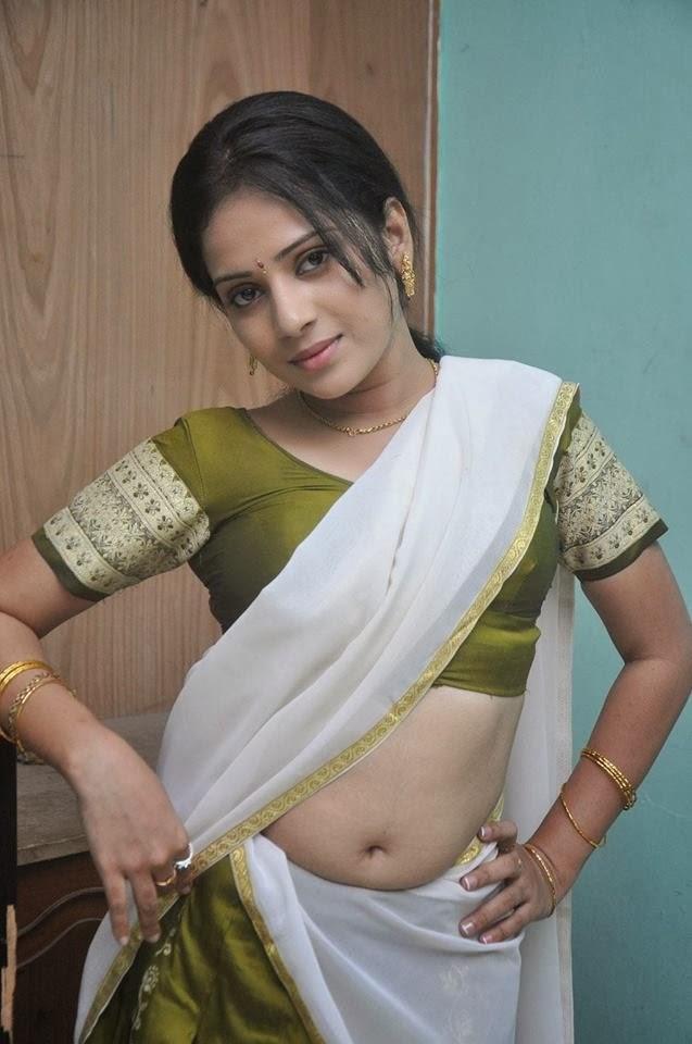 Indian Beatiful Girls In Nice Pose