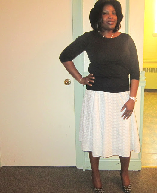 how to wear a white skirt, polka dot pumps, nine west ambitious, floppy hat, modest skirt