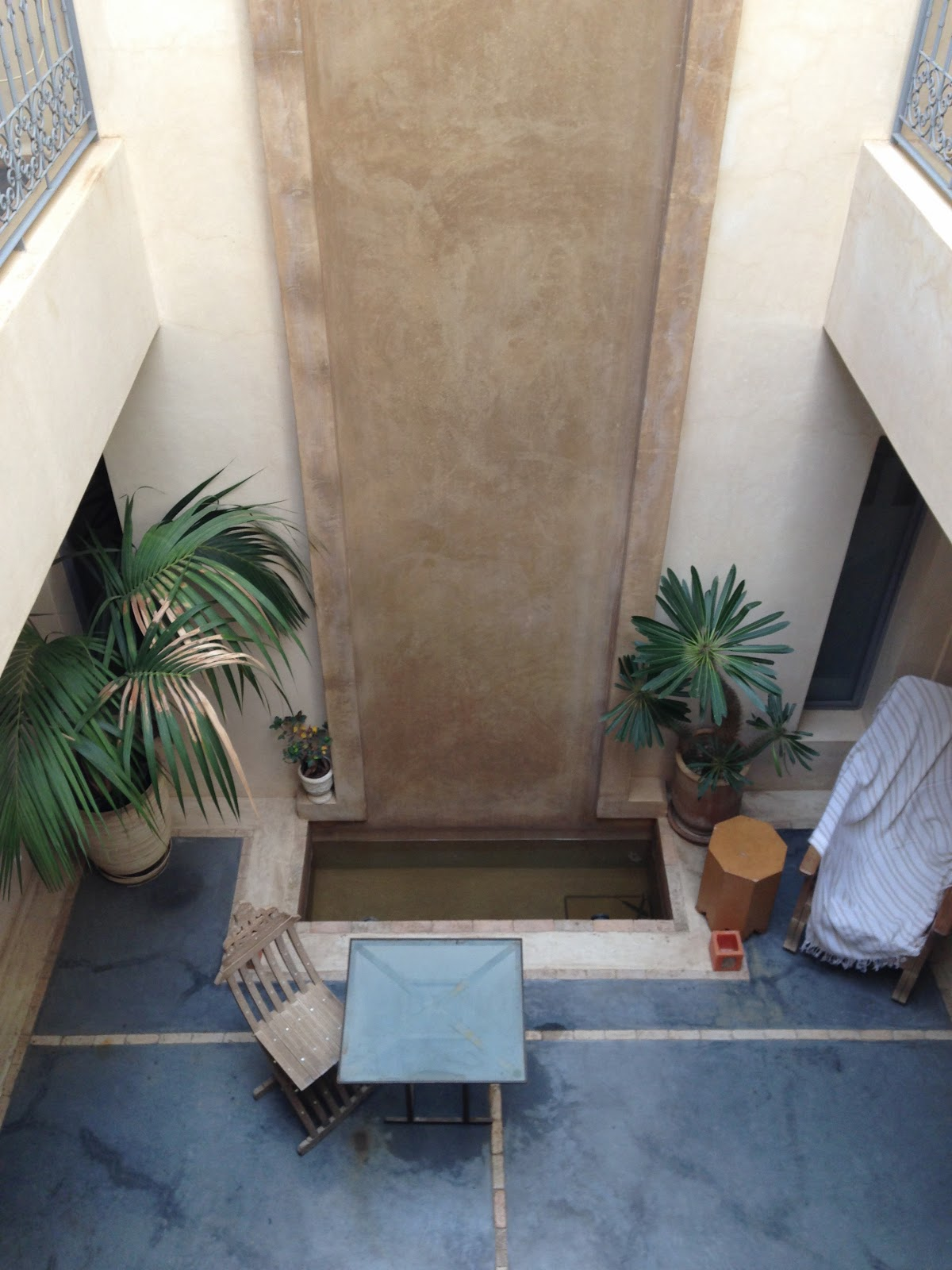 http://www.tripadvisor.fr/Hotel_Review-g293734-d1464952-Reviews-s1-Riad_Dar_More-Marrakech_Marrakech_Tensift_El_Haouz_Region.html
