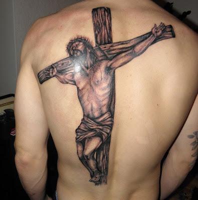 Tatuaje Jesús crucificado