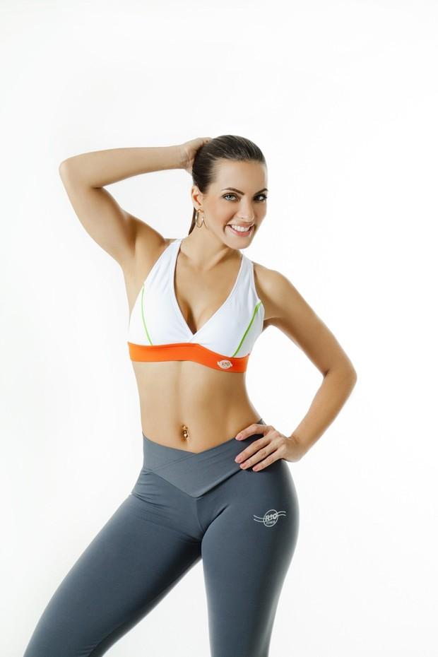 Carla Prata em campanha para marca de moda fitness