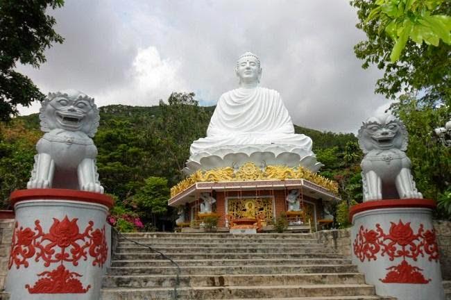 tượng phật thành đạo chùa thích ca phật đài