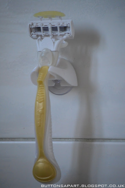 a picture of the gillette venus and olay razor