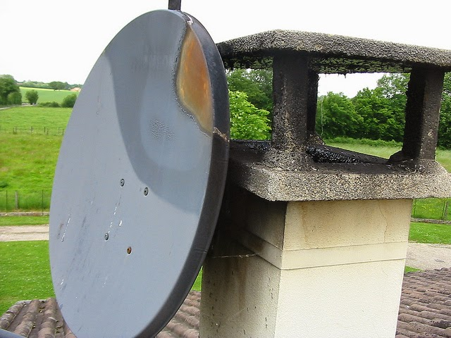 le metier de couvreur antenne de television sur toiture. Black Bedroom Furniture Sets. Home Design Ideas