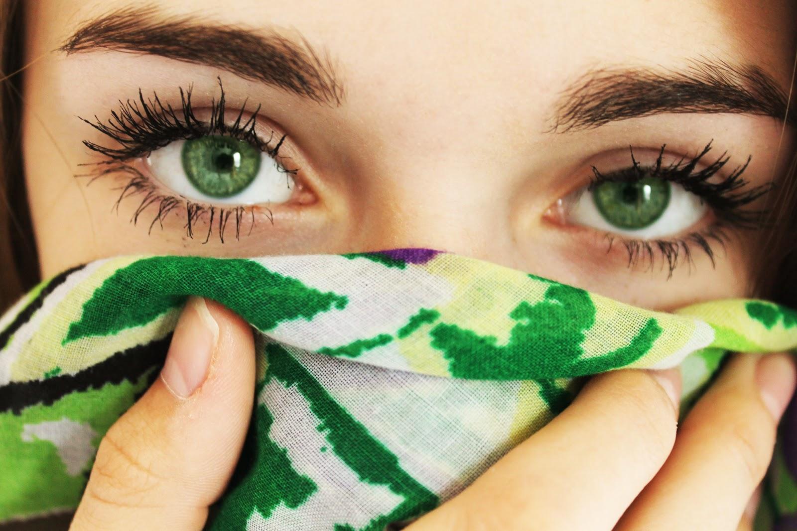 SAVCHYN: Grüne Augen, Froschnatur- von der Liebe keine Spur!