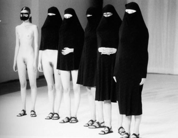 Hussein-chalayan-burka-