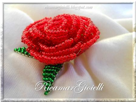 Rosa realizzata con perline 11/0